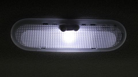室内灯12